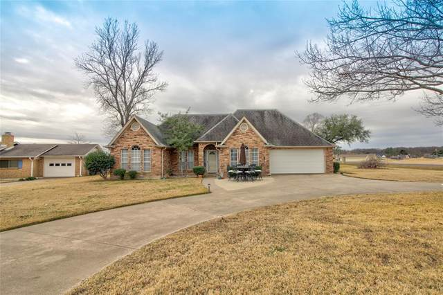 749 Kiowa Drive W, Lake Kiowa, TX 76240 (MLS #14503384) :: The Mauelshagen Group