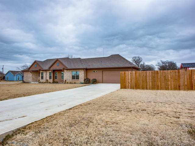 415 N Montague Street, Pilot Point, TX 76258 (MLS #14504416) :: The Mauelshagen Group