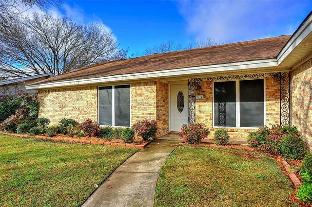 2814 Dover Drive, Sherman, TX 75092 (MLS #14506802) :: The Mauelshagen Group
