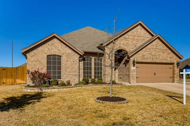 305 Sir Guy Court, Saginaw, TX 76179 (MLS #14506935) :: Potts Realty Group