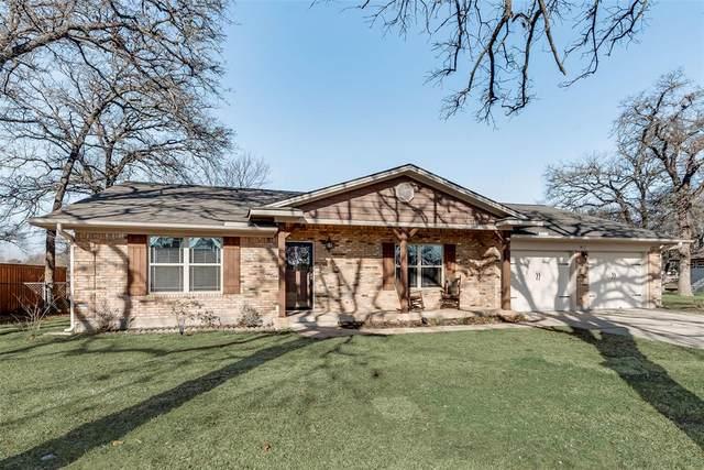 812 Kiowa Drive W, Lake Kiowa, TX 76240 (MLS #14507182) :: The Kimberly Davis Group