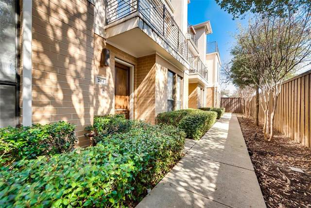 2606 Shelby Avenue #204, Dallas, TX 75219 (MLS #14510754) :: Premier Properties Group of Keller Williams Realty