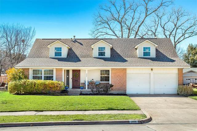 2009 Sage Valley Drive, Richardson, TX 75080 (#14511480) :: Homes By Lainie Real Estate Group