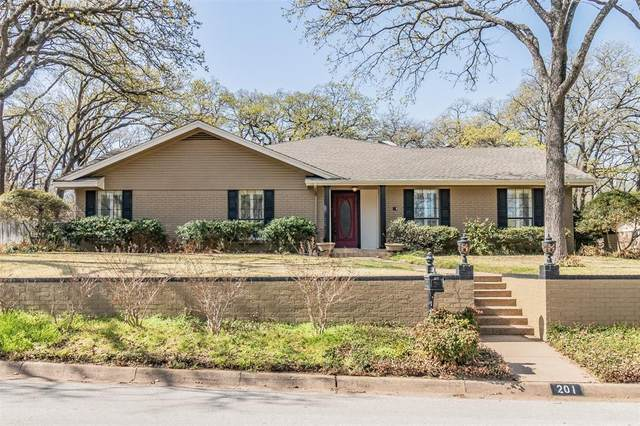 201 Trailwood Drive, Euless, TX 76039 (MLS #14512203) :: Wood Real Estate Group
