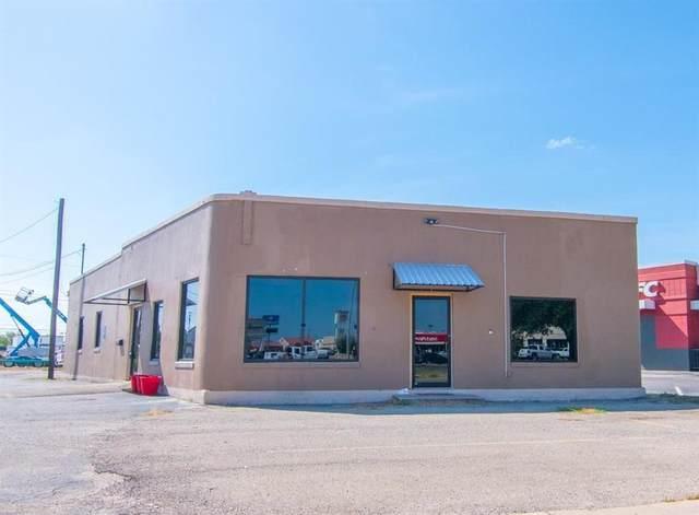 1015 N Fisk Avenue, Brownwood, TX 76801 (MLS #14513609) :: The Kimberly Davis Group