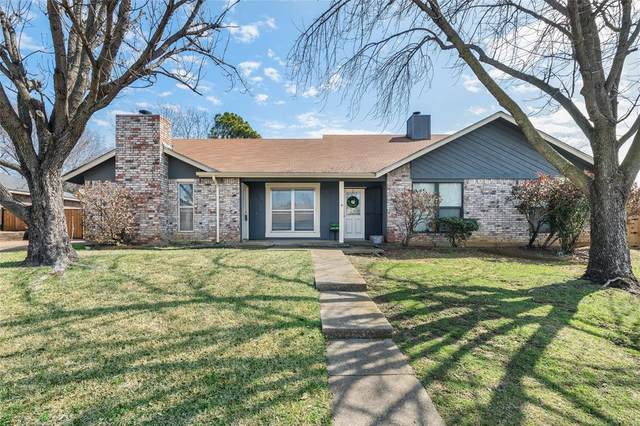 2910 Timothy Lane, Euless, TX 76039 (#14517727) :: Homes By Lainie Real Estate Group