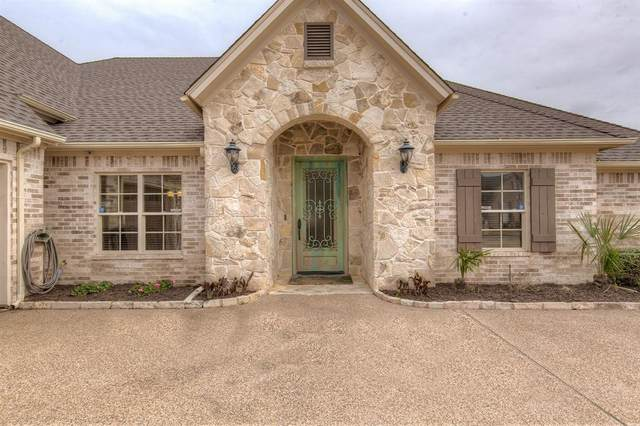 1009 Cliff Swallow Drive, Granbury, TX 76048 (MLS #14518654) :: The Kimberly Davis Group