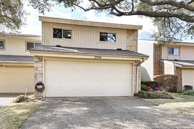 2934 Woodcroft Circle, Carrollton, TX 75006 (MLS #14520013) :: The Kimberly Davis Group