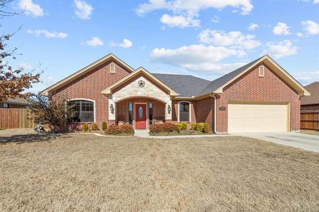 702 Meadow Lane, Bowie, TX 76230 (#14521031) :: Homes By Lainie Real Estate Group