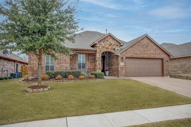 7424 Hillstone Drive, Benbrook, TX 76126 (MLS #14521306) :: The Kimberly Davis Group