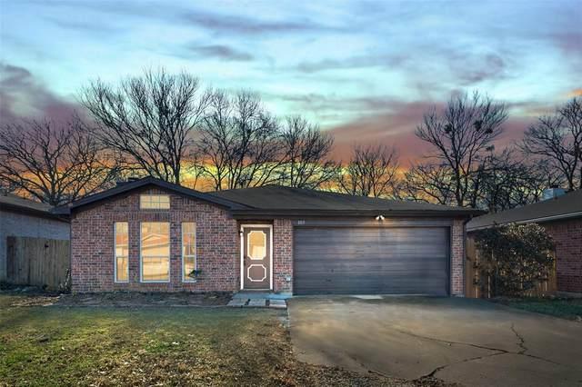 1115 Stone Creek Drive, Mansfield, TX 76063 (MLS #14522093) :: The Kimberly Davis Group