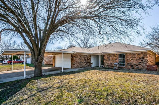 1213 Dennis Drive, Saginaw, TX 76179 (MLS #14522648) :: Premier Properties Group of Keller Williams Realty