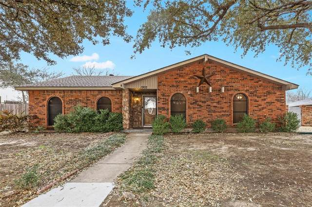 1902 Lewis Trail, Grand Prairie, TX 75052 (MLS #14523531) :: The Chad Smith Team