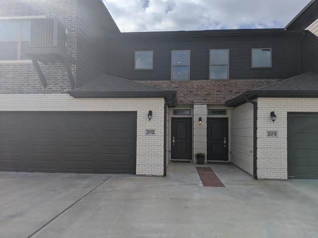 301 W 31st Street #202, Bryan, TX 77803 (MLS #14525086) :: Maegan Brest | Keller Williams Realty