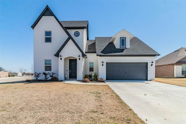301 Nolan River Run, Godley, TX 76044 (#14525958) :: Homes By Lainie Real Estate Group