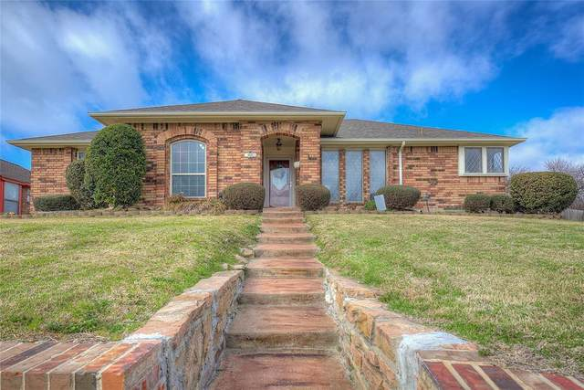 4621 Silverthorn Drive, Mesquite, TX 75150 (#14528185) :: Homes By Lainie Real Estate Group