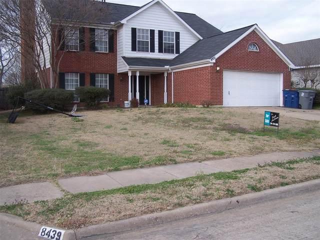 8431 Creekbluff Drive, Dallas, TX 75249 (MLS #14532478) :: The Chad Smith Team
