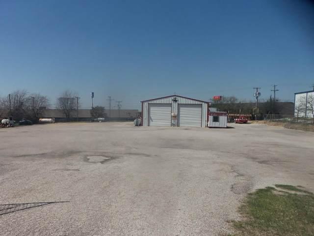 1800 S Trinity Street, Decatur, TX 76234 (MLS #14534935) :: The Kimberly Davis Group