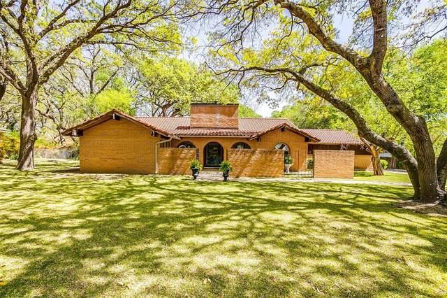4325 Elmwood Drive, Benbrook, TX 76116 (MLS #14538417) :: The Hornburg Real Estate Group