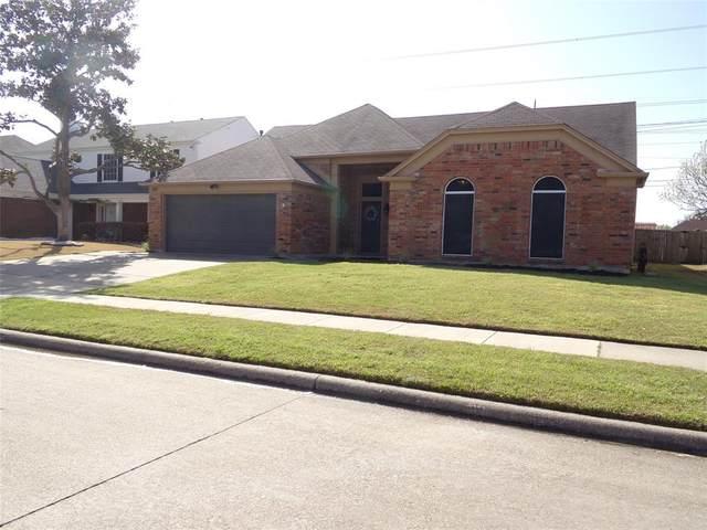 209 Commonwealth Circle, Grand Prairie, TX 75052 (MLS #14539211) :: The Heyl Group at Keller Williams