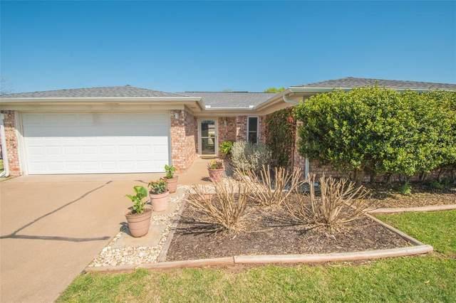 304 Tahiti Drive, Granbury, TX 76048 (MLS #14546157) :: Robbins Real Estate Group