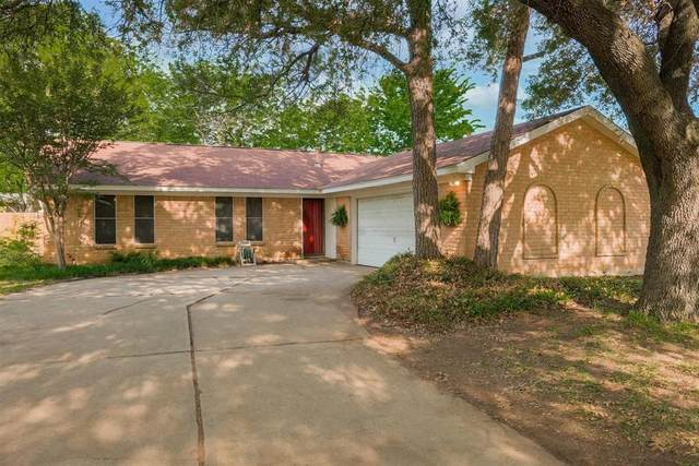 821 Prestwick Street, Bedford, TX 76022 (MLS #14548138) :: The Mitchell Group