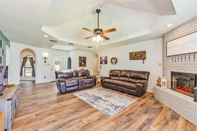 304 Half Moon Way, Runaway Bay, TX 76426 (MLS #14548570) :: Lyn L. Thomas Real Estate | Keller Williams Allen