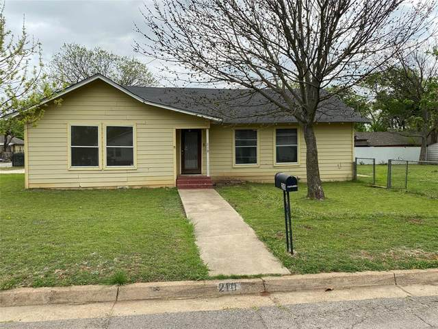 210 N Pendell Avenue, Cleburne, TX 76033 (MLS #14550045) :: Frankie Arthur Real Estate