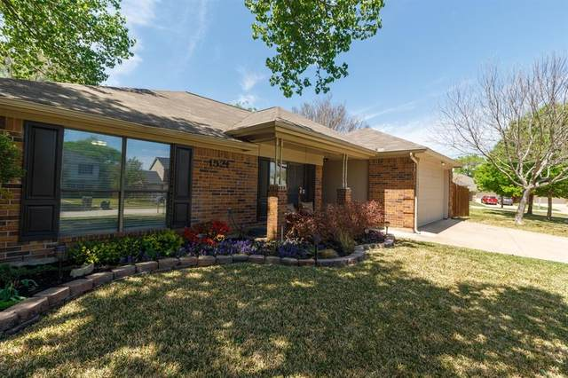 1521 Warwick Drive, Mansfield, TX 76063 (MLS #14550292) :: The Chad Smith Team