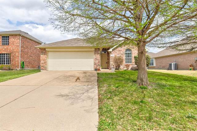 1112 Emerson Drive, Burleson, TX 76028 (MLS #14550579) :: The Hornburg Real Estate Group