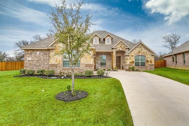 1136 Sapphire Lane, Burleson, TX 76058 (MLS #14553271) :: The Mitchell Group