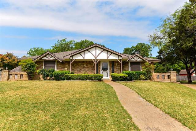 1122 Angela Court, Cedar Hill, TX 75104 (MLS #14553315) :: Russell Realty Group