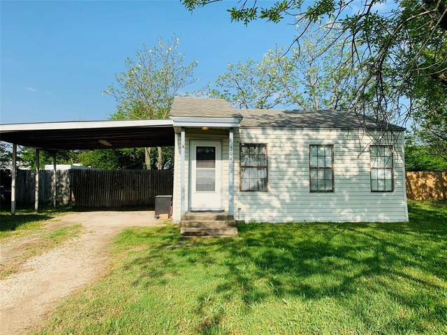 204 Walnut Street, Chico, TX 76431 (MLS #14554209) :: The Kimberly Davis Group