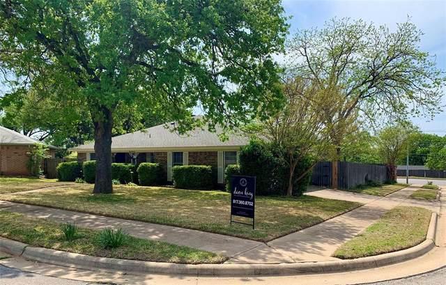 900 Hillside Court, Bedford, TX 76022 (MLS #14554281) :: The Chad Smith Team