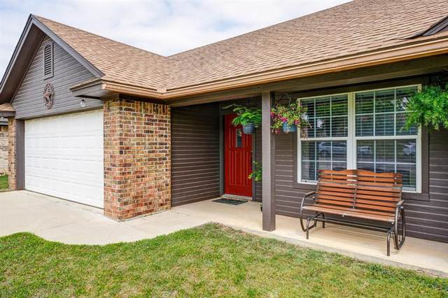 305 E 8th Street, Weatherford, TX 76086 (MLS #14555856) :: Lisa Birdsong Group | Compass