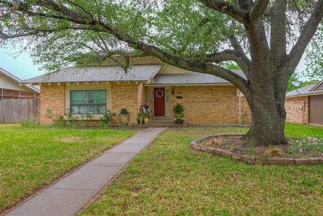 1433 Forestglen Drive, Lewisville, TX 75067 (MLS #14556047) :: Real Estate By Design