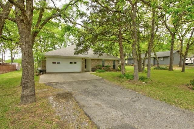 239 Cayuga Trail, Lake Kiowa, TX 76240 (#14556359) :: Homes By Lainie Real Estate Group