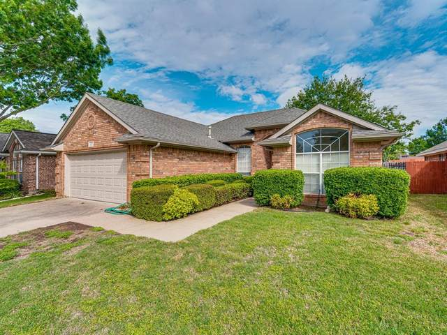 324 Chantilly Court, Hurst, TX 76054 (MLS #14557794) :: The Mitchell Group