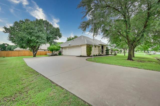 9018 Woodlawn Drive, Granbury, TX 76049 (MLS #14559385) :: VIVO Realty
