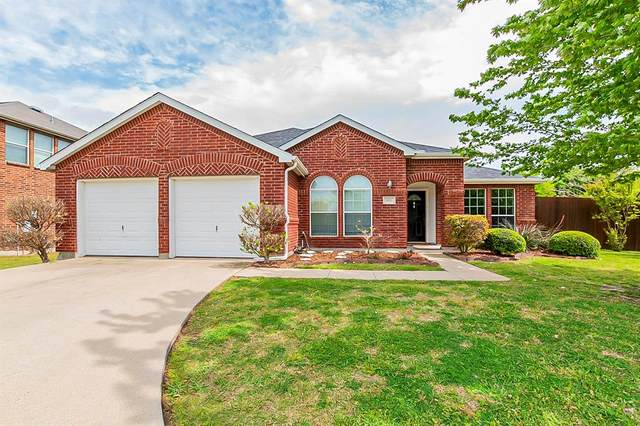 501 Wolf Drive, Forney, TX 75126 (MLS #14560191) :: The Mauelshagen Group