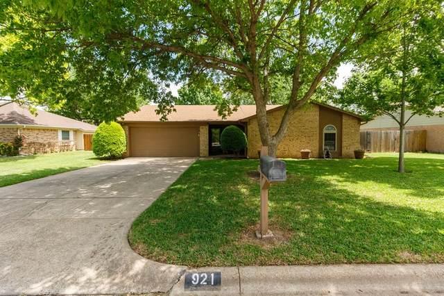 921 Arrow Wood Street, Benbrook, TX 76126 (MLS #14560235) :: The Hornburg Real Estate Group