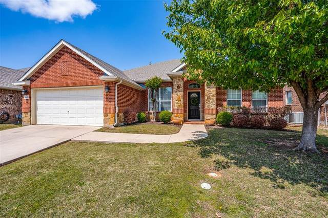 2615 Fox Creek Trail, Arlington, TX 76017 (MLS #14560895) :: VIVO Realty