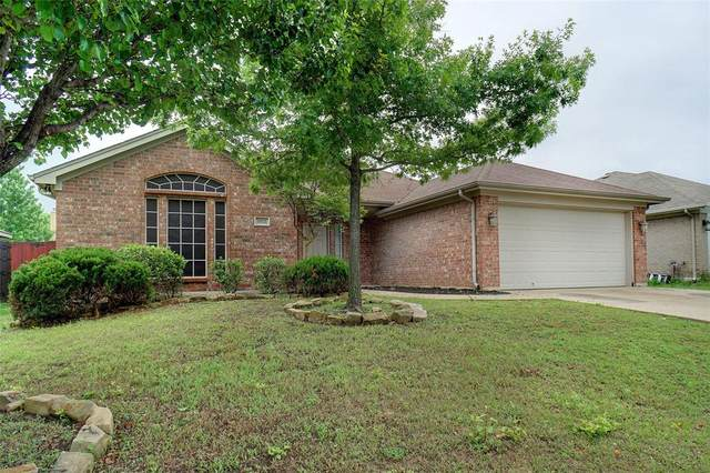 1015 Vinewood Avenue, Burleson, TX 76028 (MLS #14562124) :: The Kimberly Davis Group