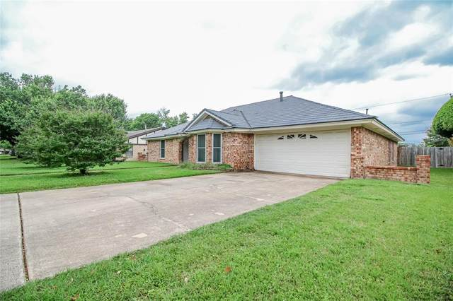 600 W Louella Drive, Hurst, TX 76054 (MLS #14562206) :: Maegan Brest | Keller Williams Realty