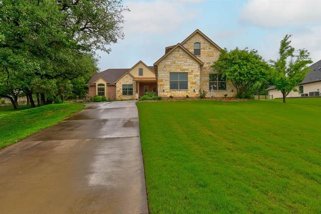 3907 Homestead Court, Granbury, TX 76049 (#14563254) :: Homes By Lainie Real Estate Group