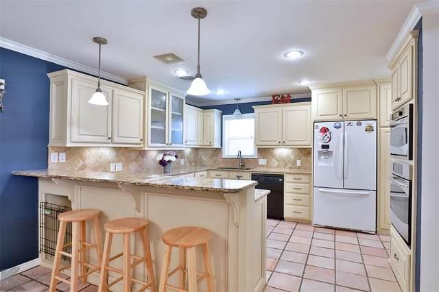 2215 Oakwood Lane, Abilene, TX 79605 (MLS #14564235) :: Wood Real Estate Group