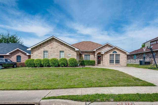 817 Wilderness Pass, Cedar Hill, TX 75104 (#14564886) :: Homes By Lainie Real Estate Group