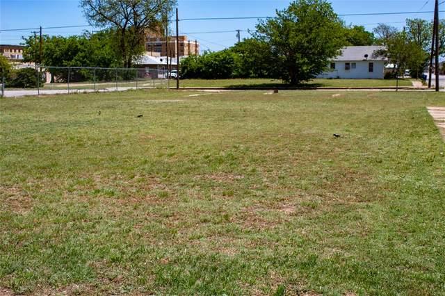 400 W Chandler Street, Brownwood, TX 76801 (MLS #14565728) :: VIVO Realty