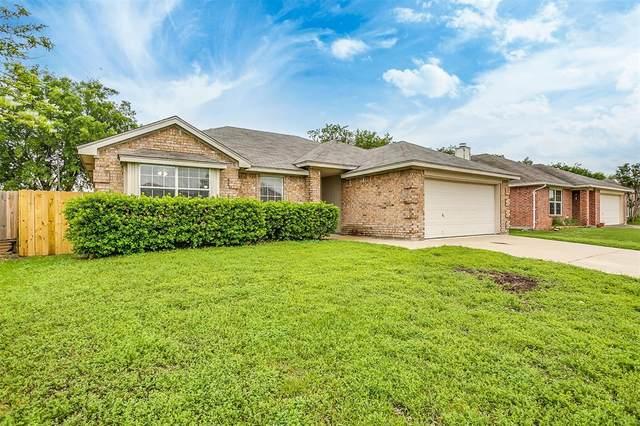 425 Cambridge Drive, Saginaw, TX 76179 (MLS #14566247) :: Wood Real Estate Group