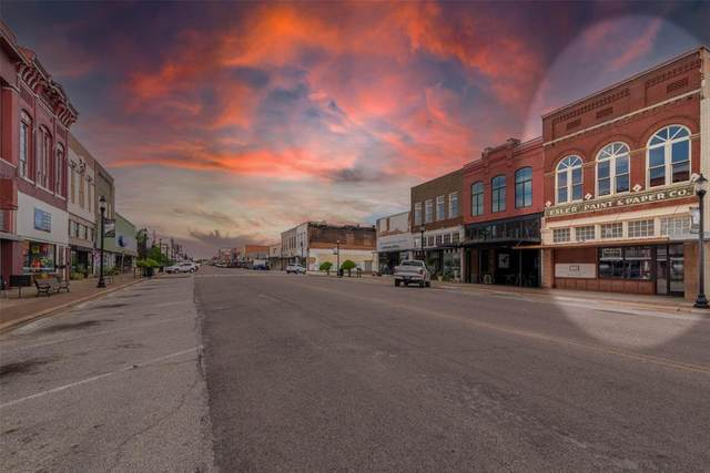 307 W Main Street, Denison, TX 75020 (MLS #14566524) :: The Mauelshagen Group